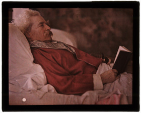 Mark_twain_in_a_smoking_jacket_2