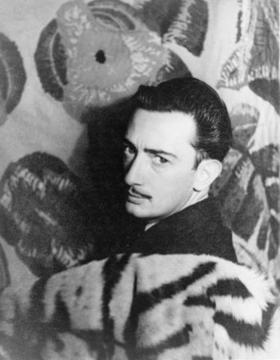 Salvador_dali_in_1939_large_2
