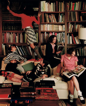 Alice_girls_in_library_2