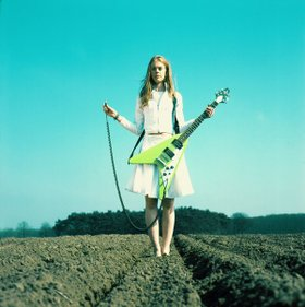 Guitar_in_field_3