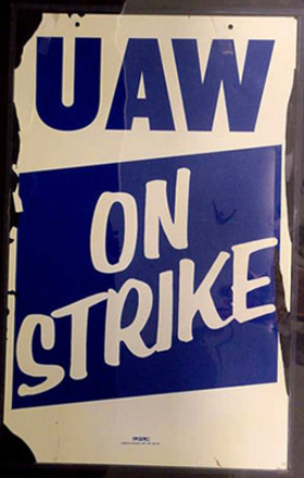 Uaw_on_strike_5